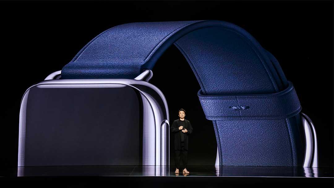 OPPO Watch được trang bị một màn hình AMOLED kích thước 1.91 inch