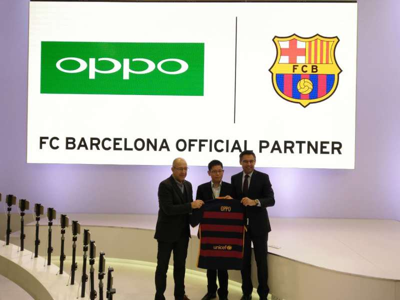 (R to L) President of FC Barcelona Mr. Josep M. Bartomeu i Floreta, Sky Li, Vice President of OPPO and Managing Director of International Mobile Business and Vice President Mr. Manel Arroyo i Perez.jpg